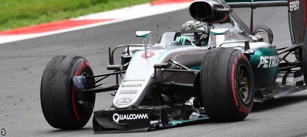 Rosberg loses his front wing at the Australian Grand Prix