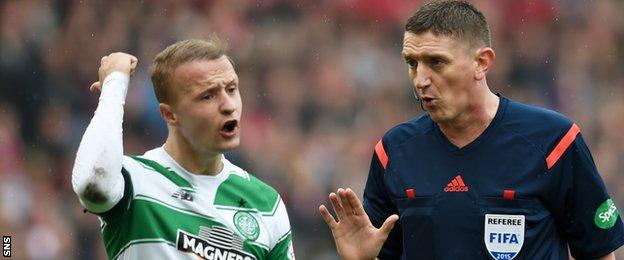 Leigh Griffiths complains to referee Craig Thomson