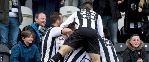 St Mirren celebrate Lewis Morgan's equaliser