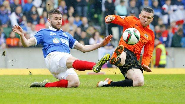 Stephen Lowry and Andy Kilmartin contend for possession during the first half at Windsor Park