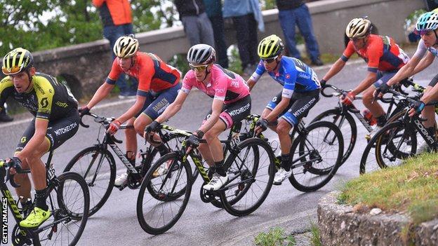 Simon Yates in stage eight peloton