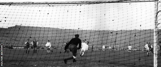 Real Madrid's Puskas scores in the 7-3 European Cup final win over Eintracht Frankfurt in 1960