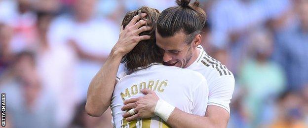 Luka Modric and Gareth Bale hugging
