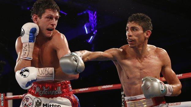 Gavin McDonnell slips a punch from Rey Vargas