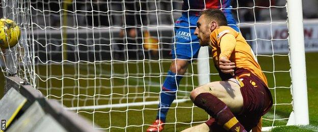 Louis Moult scores for Motherwell