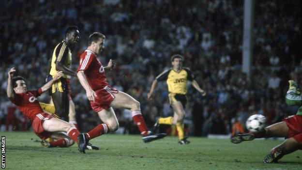 Michael Thomas scores for Arsenal against Liverpool