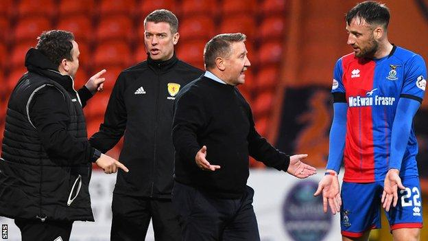 Inverness CT manager John Robertson (C) speaks Brad McKay regarding the penalty as assistant manager Scott Kellacher speaks to fourth official David Lowe.