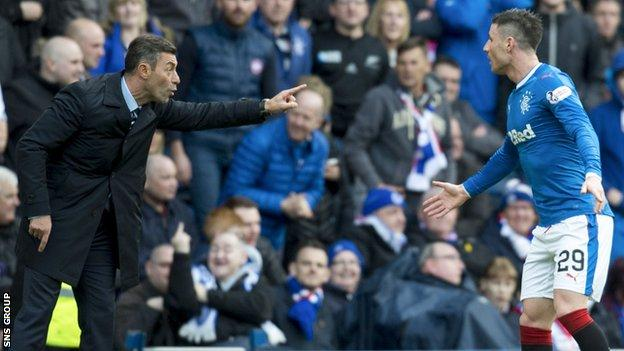 Rangers manager Pedro Caixinha with instructions for Michael O'Halloran