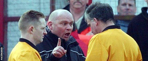 Snoddy traf während seiner Zeit in der irischen Liga mehrmals auf David Jeffrey