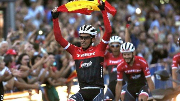 Alberto Contador on his lap of honour in Madrid