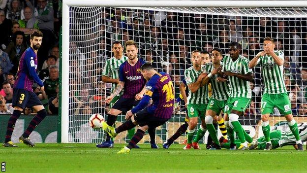 Messi scores a hat-trick as Barca move 10 points clear (2019)