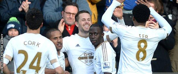 Gylfi Sigurdsson celebrates his goal with Swansea team-mates