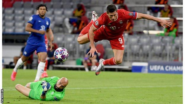 Robert Lewandowski is fouled by Chelsea goalkeeper Willy Caballero