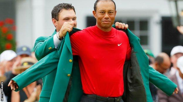 Tiger Woods puts on Green Jacket with help of 2018 champion Patrick Reed