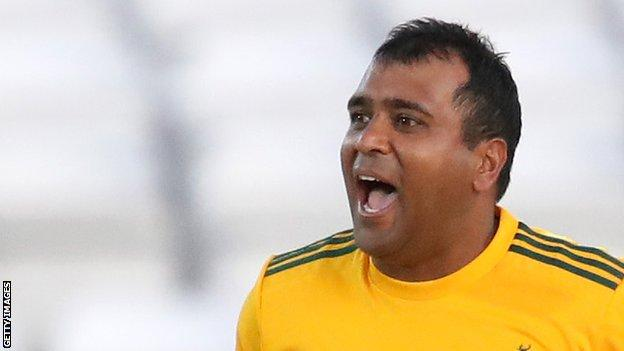 Patel set for 20 years with Notts after signing new deal thumbnail