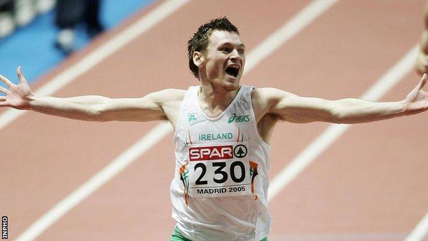 David Gillick celebrates after his European Indoor title triumph in Madrid in 2005