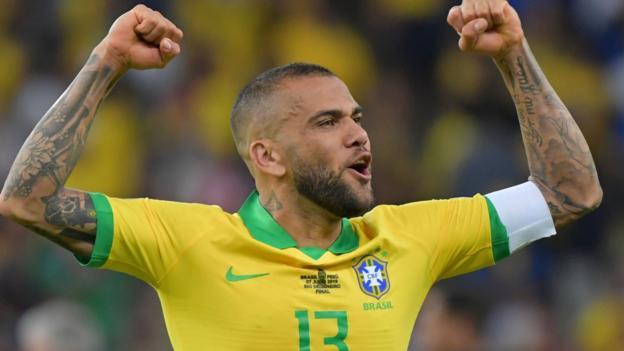 Dani Alves: Sao Paulo sign former PSG, Juventus and Barcelona defender thumbnail