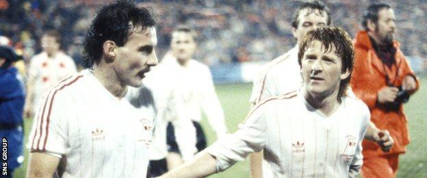 Willie Miller and Gordon Strachan (right)