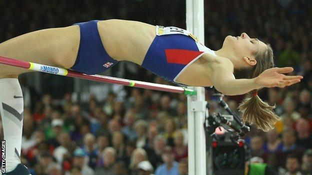 Isobel Pooley in action at the 2016 World Indoor Championships