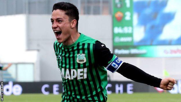 Giacomo Raspadori in action for Sassuolo