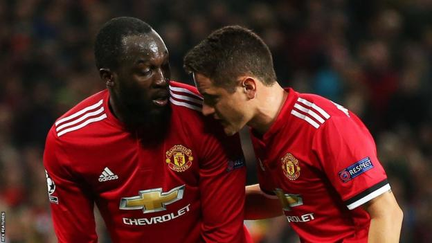 Romelu Lukaku and Ander Herrera in discussion