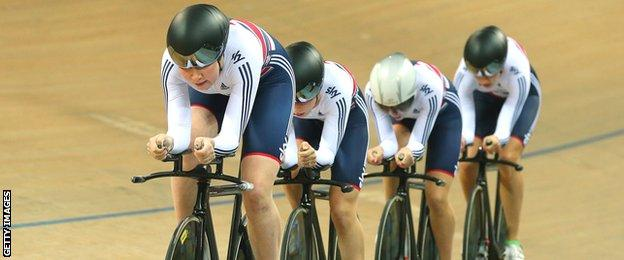 Katie Archibald leads the GB quartet in the team pursuit in the 2015 World Championships in Paris