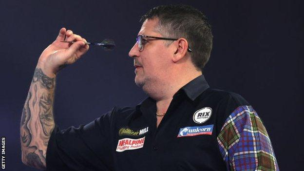 Anderson sets up possible PDC semi-final against Van Gerwen with emphatic win thumbnail