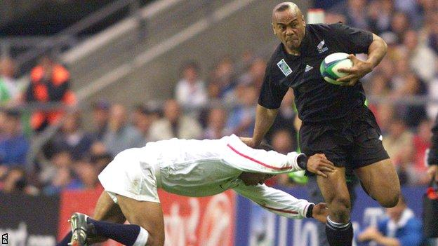 Jeremy Guscott tries - and fails - to tackle a rampaging Jonah Lomu in 1999