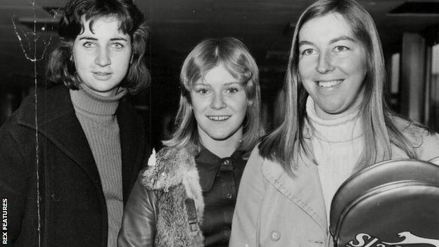 Barker, pictured with fellow Wightman Cup tennis players at Heathrow Airport in 1973