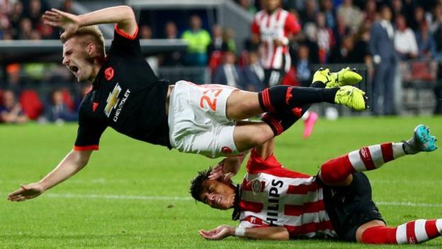 Manchester United: Luke Shaw tackle 'should have been punished'