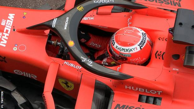 Sebastian Vettel wears a custom helmet in tribute to Niki Lauda