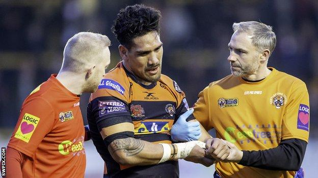 Castleford prop Jesse Sene-Lefao came off with a dislocated shoulder immediately following his first-half try