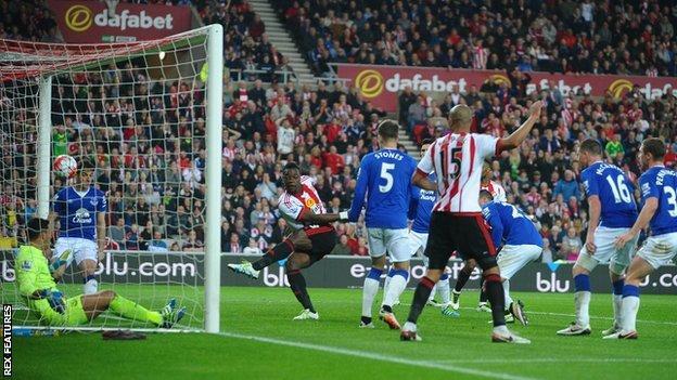 Lamine Kone scores for Sunderland against Everton