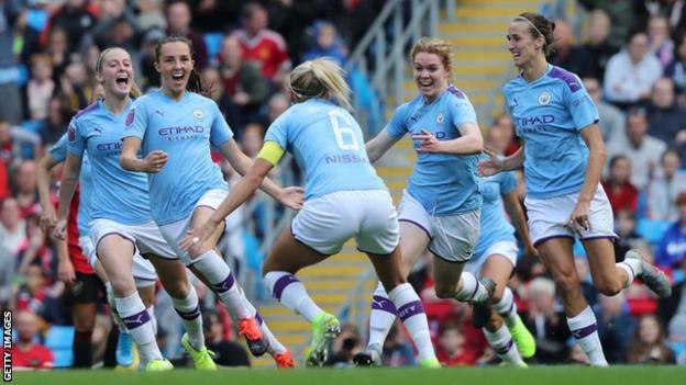 Caroline Weir scores for Manchester City Women