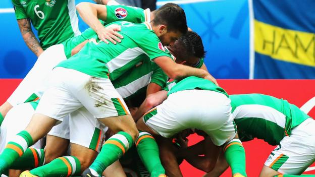 Euro 2016: Wes Hoolahan gives Republic of Ireland 1-0 lead ...