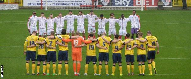 Swindon Town and Scunthorpe hold a minute's silence