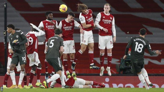 Manchester United'dan Bruno Fernandes, Premier Lig'de Arsenal'e karşı serbest vuruş yaptı