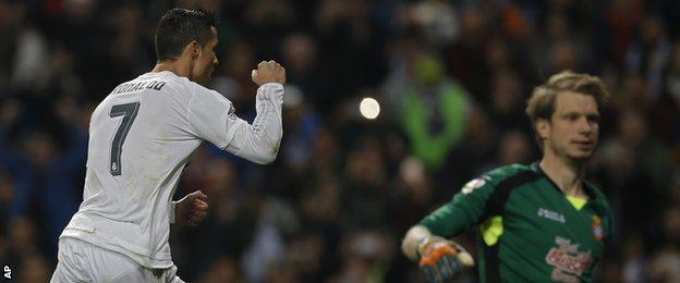 Cristiano Ronaldo and Giedrius Arlauskis