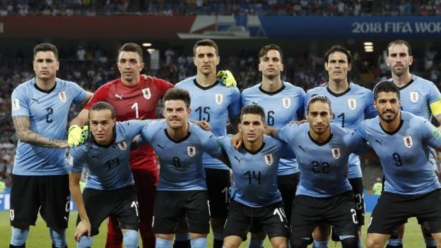 Edinson Cavani and his Uruguay team-mates line up before a 2018 World Cup match