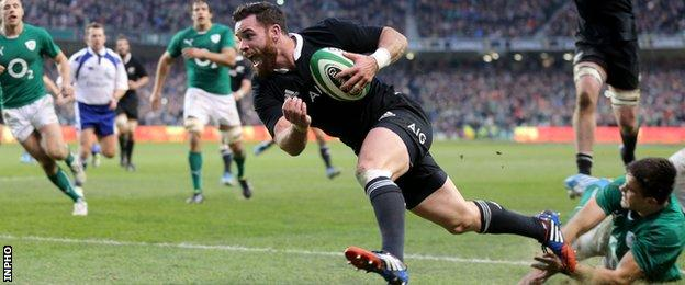 Ryan Crotty scores a try for New Zealand