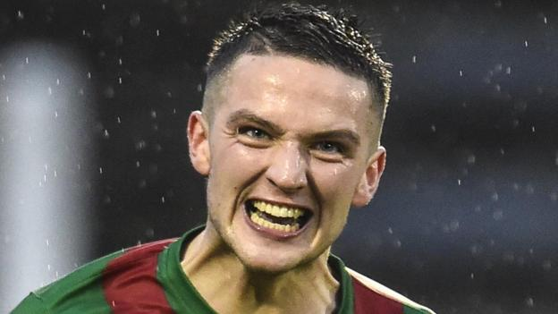 Jim O'Hanlon scored the only goal of the game for Glentoran four minutes into added time