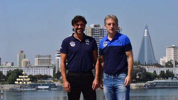 Assistant coach Carles Cuadrat (left) and Bengaluru head coach Albert Roca (right)