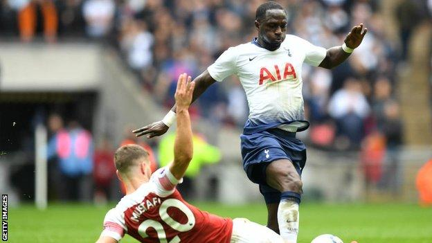 Moussa Sissoko of Tottenham challenges for the ball