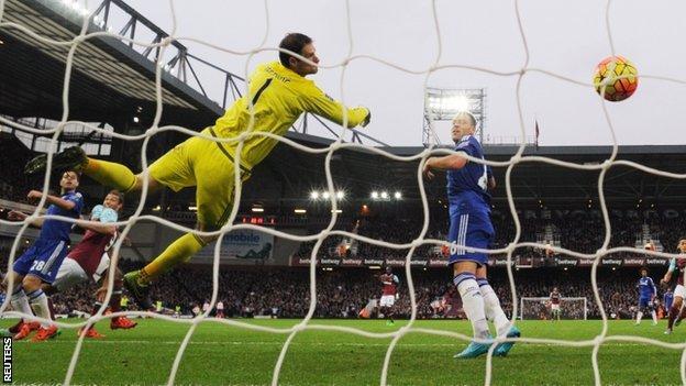 Andy Carroll scores West Ham's winner