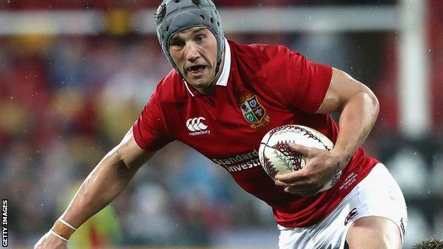 Jonathan Davies in action for the 2017 British and Irish Lions