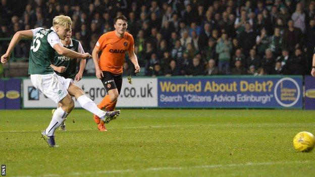 Jason Cummings scores a penalty for Hibernian against Dundee United