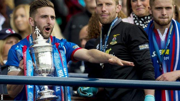 Graeme Shinnie receives the Scottish Cup for Inverness Caledonian Thistle