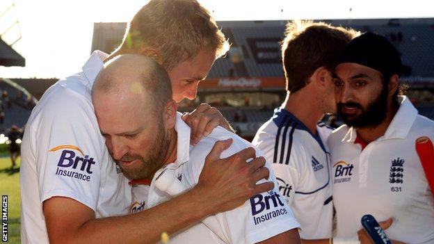 Stuart Broad hugs Matt Prior during 2013 drawn Test