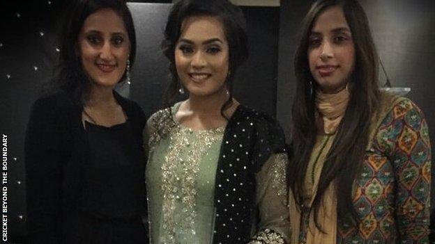 Amna Rafiq with an Asian Cricket Award