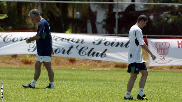 Mick McCarthy (left) and Roy Keane (right)
